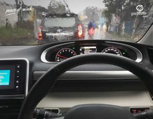 Mau Berkendara Aman Saat Hujan? Perhatikan 3 Hal Ini