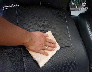 Bersihkan Jok Mobil Asuransi Astra
