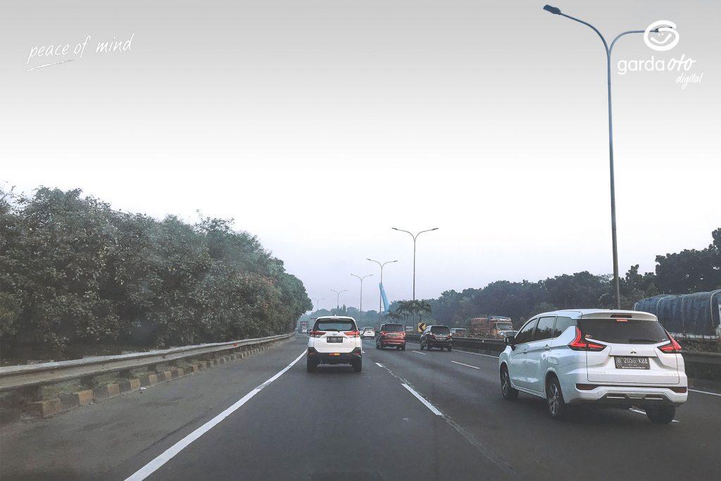 Hindari Pemakaian Teknik Slipstream saat di jalan tol